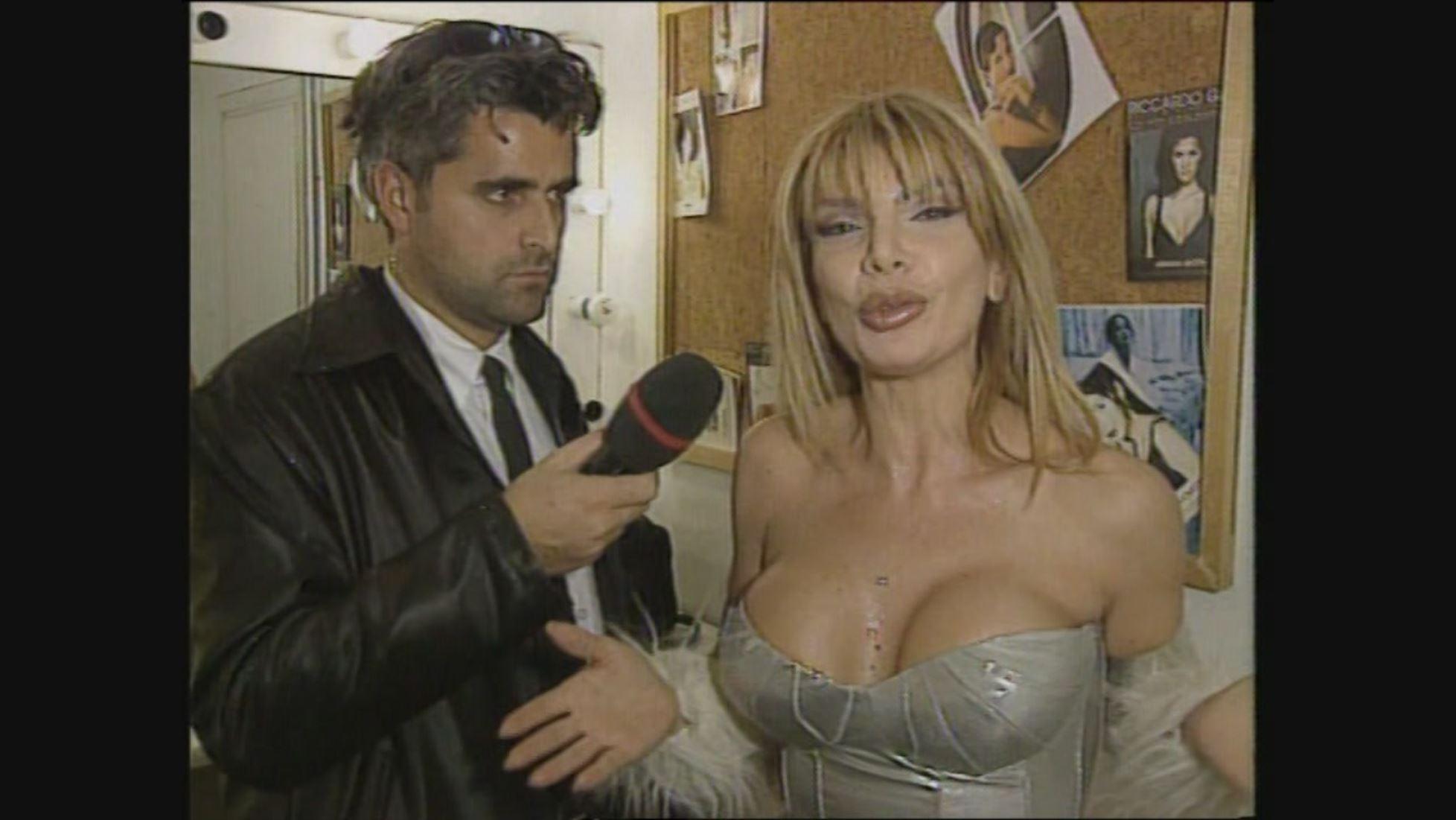 Ana Bettz cantautrice - Le Iene Video