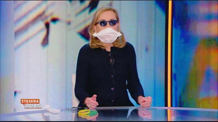mascherina antivirus con occhiali