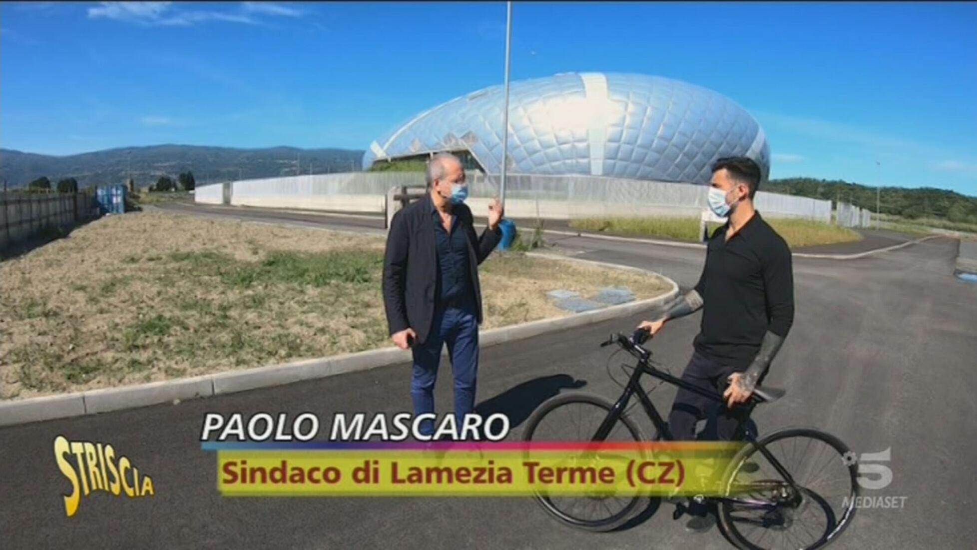 Incompiute Il Palazzetto Dello Sport Di Lamezia Terme Striscia La Notizia Video Mediaset Infinity